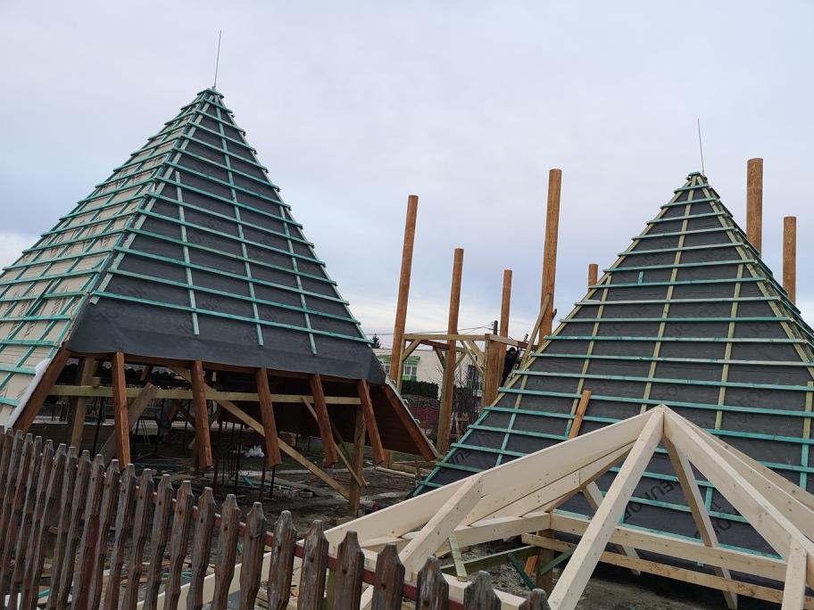 Épülnek a tornyospálcai piramisok